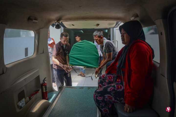 印尼私酿酒死亡人数增至90人 万隆进入紧急状态
