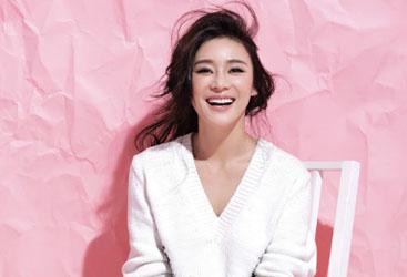 VOL10:袁姗姗街头小露香肩 甜美帅气范儿