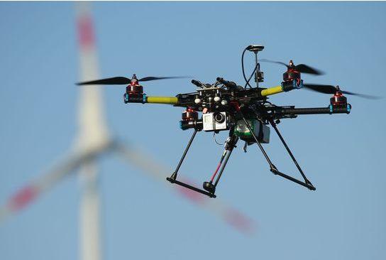 油田用无人机代替人工 巡检从白天走向夜间