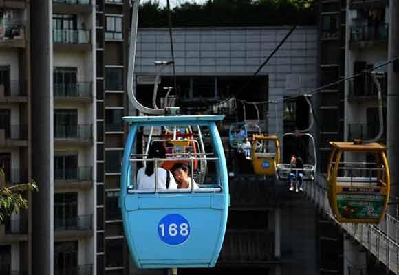 """重庆索道""""穿楼而过""""吸引游客 将拆迁搬离"""