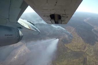第一视角看苏-35战斗机打火箭弹 就跟玩游戏一样