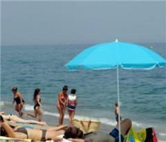 度假是不平等来源?法国多家组织宣传度假权