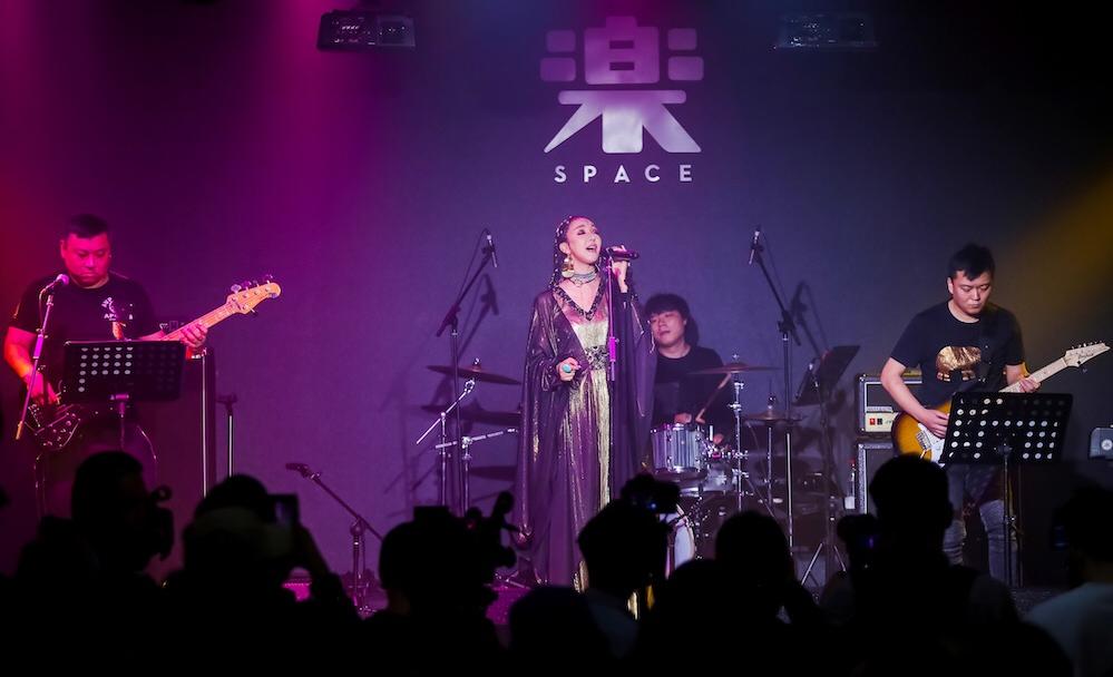 旺姆《蜕变》首唱会让民族与国际接轨