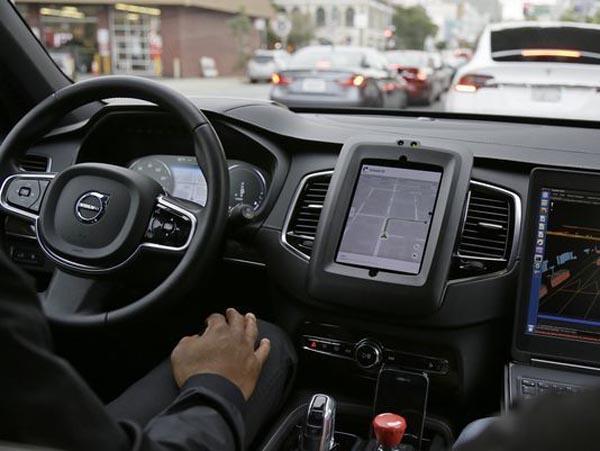 优步CEO:自动驾驶汽车依然前景乐观 正协助事故