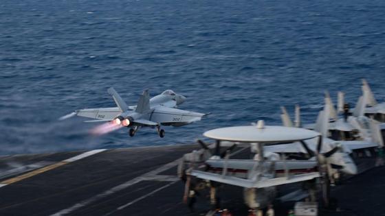 外媒:吓唬中国!美国航母无事生非又来南海