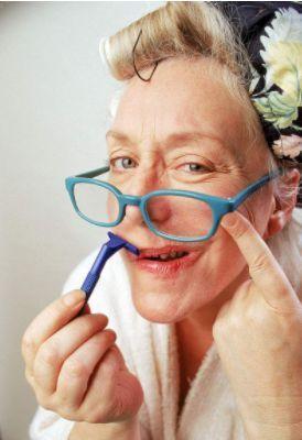 """黑龙江大妈7年来天天刮胡子 ,她得上的这个怪病,能让人""""变性"""""""