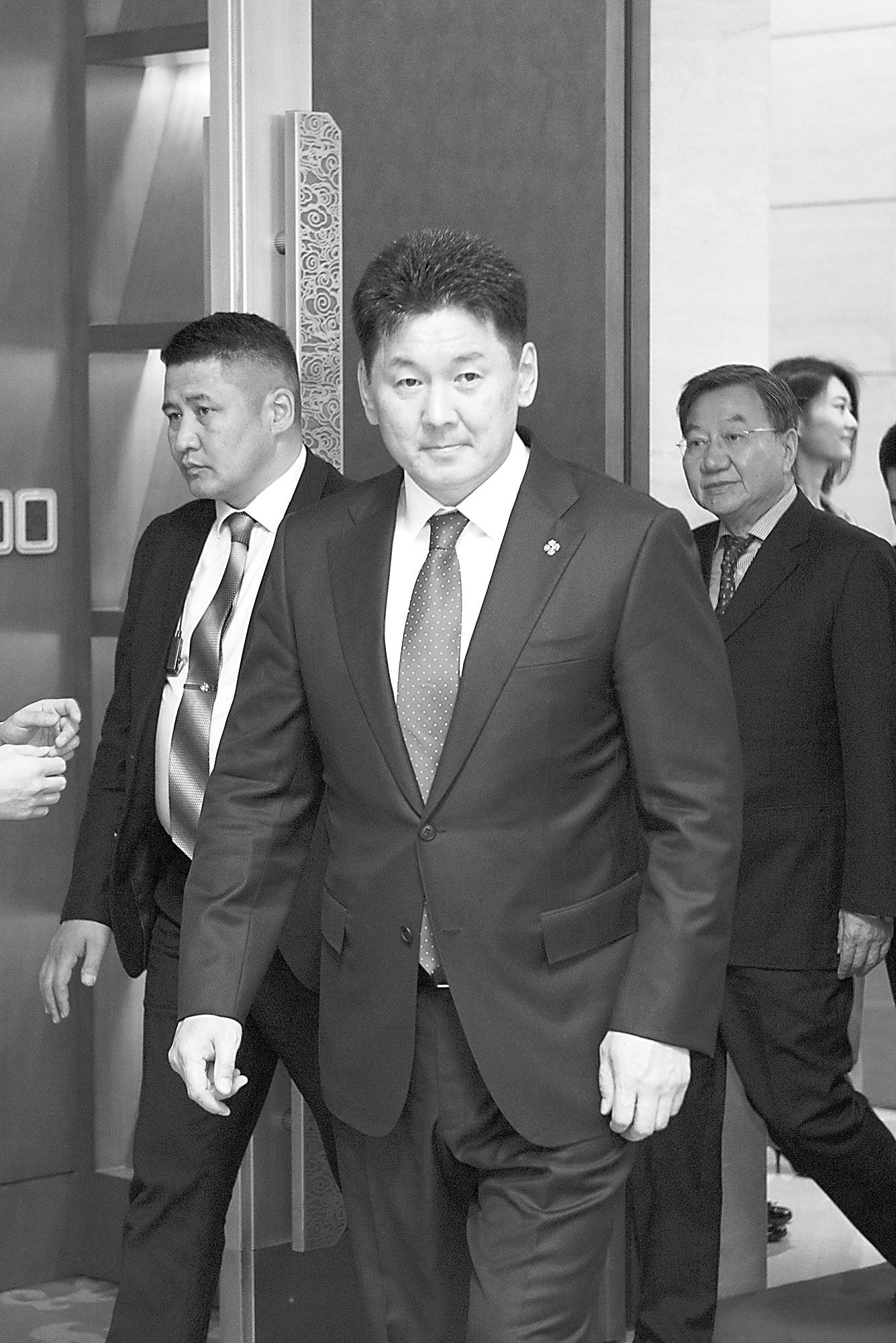 出身平民酷爱音乐!蒙古国总理:文艺范儿的硬汉