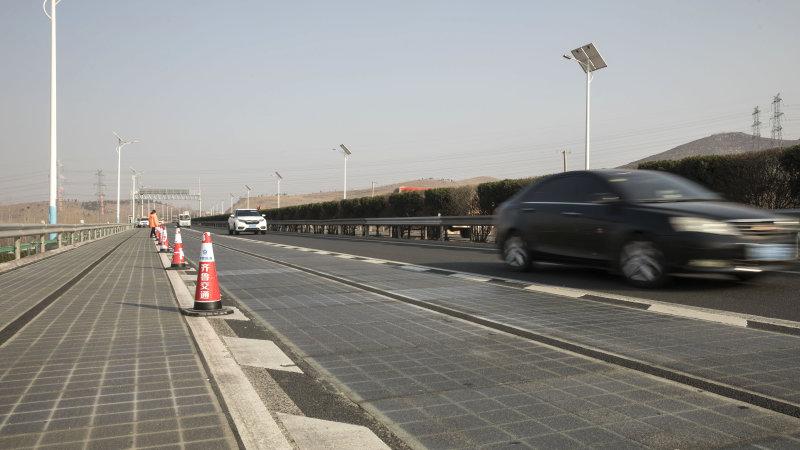 光伏公路可无线充电 网友:流动太阳能充电宝
