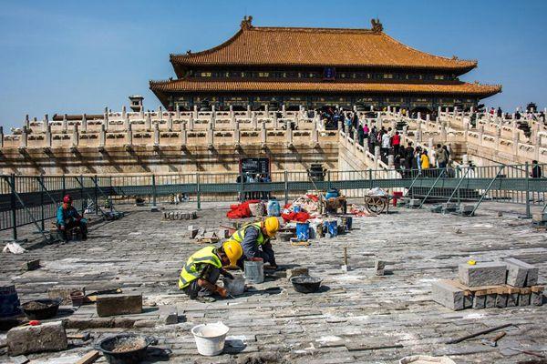北京故宫进行修补 对破损地面动