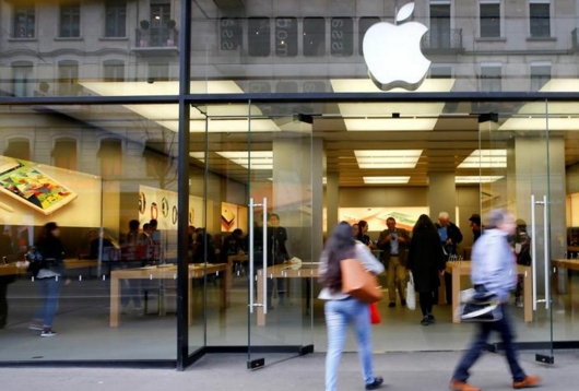 """iPhone换电池""""人手不足"""" 苹果向第三方求助"""