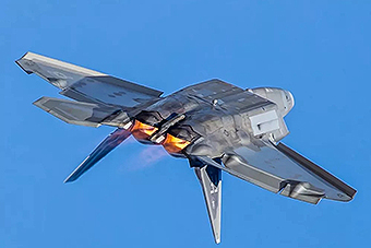 南美最大航展开幕F22秀超机动性
