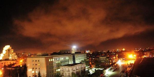 叙利亚青年目击导弹袭击:天空中,四面八方都是火光