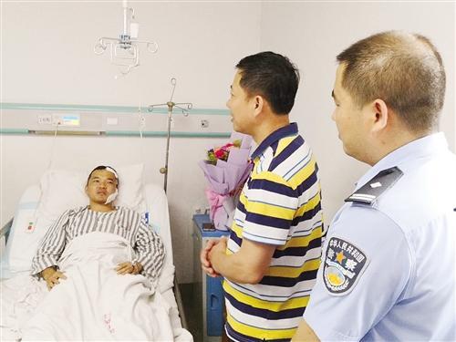 警察遭毒贩铁棍敲头 倒在血泊中仍叫同事快去抓人