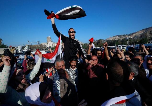 叙利亚首都爆发游行活动 抗议美英法联合袭击