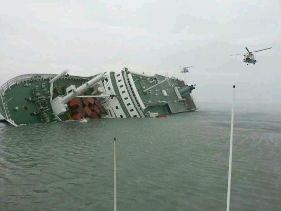 韩官方首次开口称世越号或遭潜艇撞击 韩国炸锅
