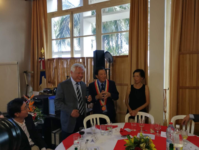 法属留尼旺顶磅市市长:中国应当帮助法国