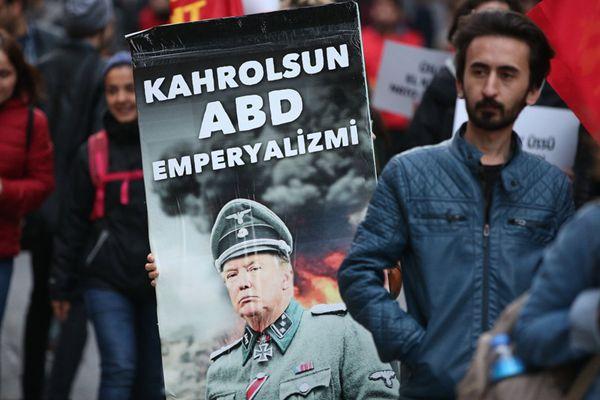 多国民众举行抗议活动 反对美英法空袭叙利亚