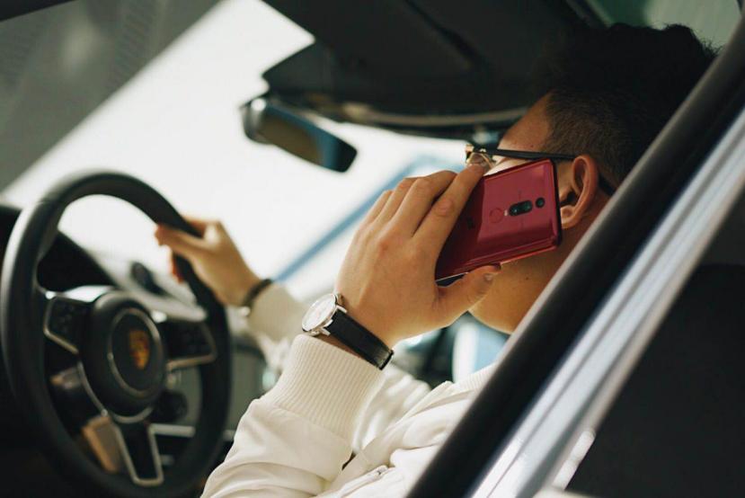 意不意外?保时捷车主集体出动就为一部上万元的华为MateRS手机