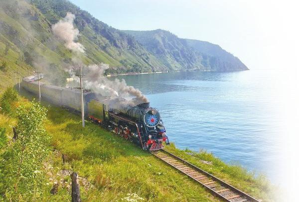 夏赏万顷碧波,冬观迷之蓝冰——环湖火车开进贝加尔湖四季