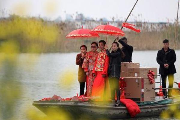 """走近苏北洪泽西顺河 渔家渔民上演""""渔乐秀"""""""