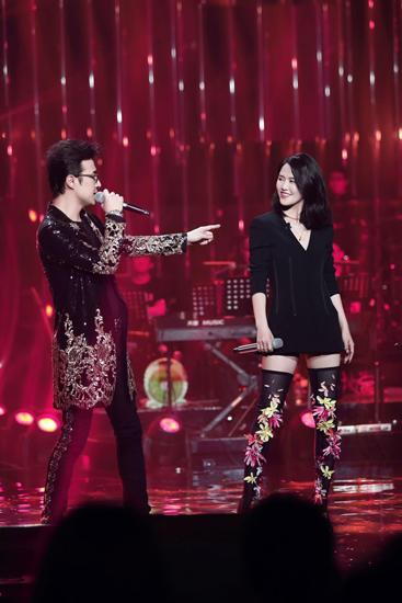 汪峰歌手收官 《我爱你中国》唱出心声全场感动