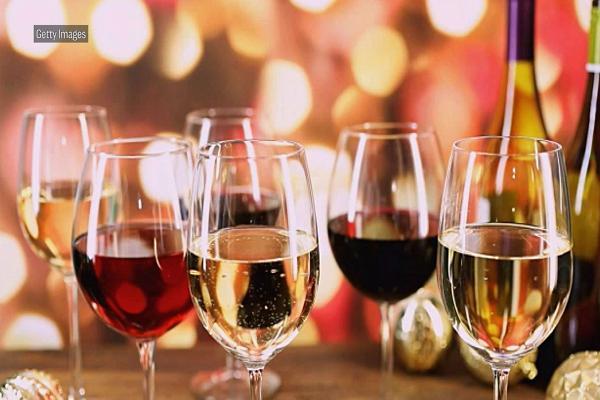 权威研究:每周5杯酒精饮料会增加早逝风险