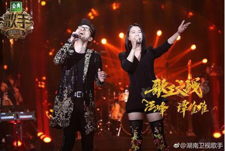歌王大战后台揭秘,汪峰享受谭维维按摩直呼被捏疼