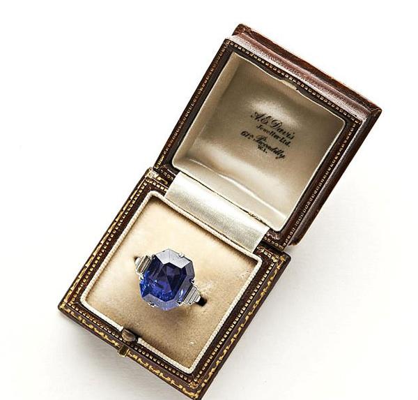 眼尖!英拍卖师慈善拍卖品中发现两名贵钻戒