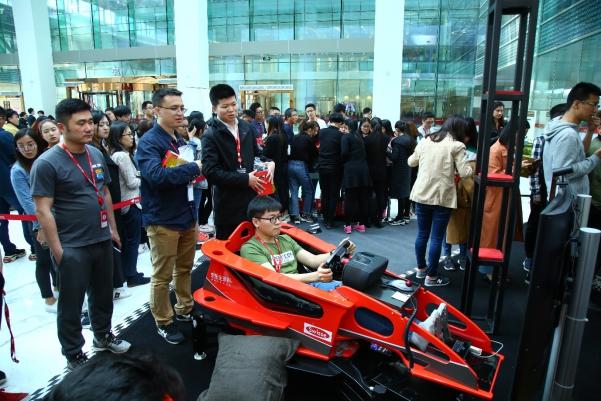 Swisse法拉利F1赛车体验馆入驻京东,助力京东全球购三周年