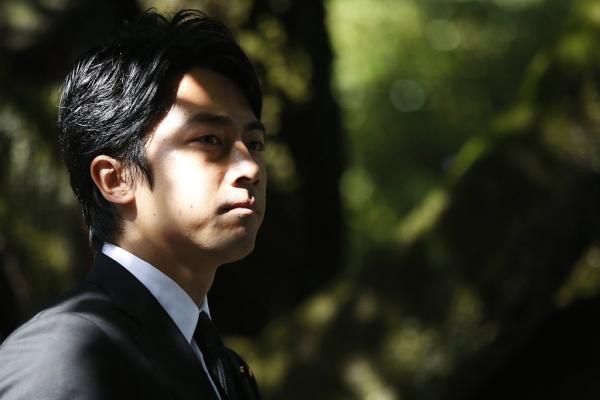 日媒民调:36岁的日本前首相小泉纯一郎之子成首相热门人选