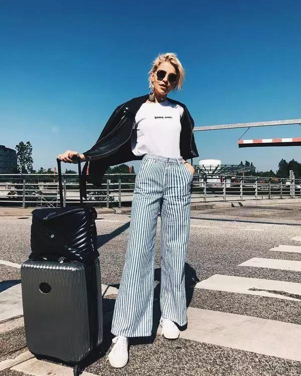 T恤+阔腿裤气质显腿长,怎么穿都时髦!