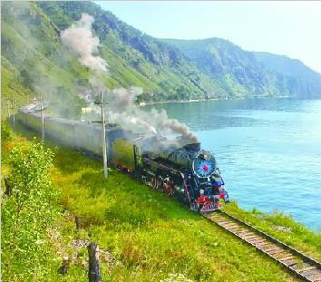夏赏万顷碧波 冬观迷之蓝冰 环湖火车开进贝加尔湖四季