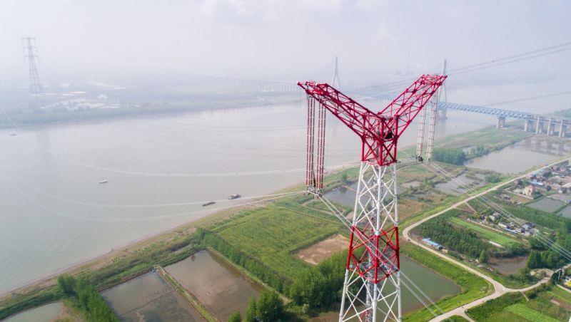 世界第一特高压工程顺利跨越长江