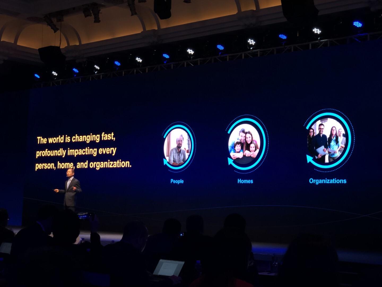 华为徐直军:构建万物互联 将发布AI战略