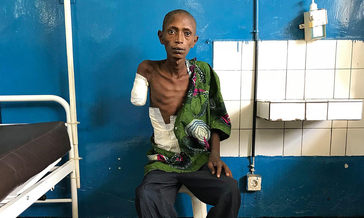 """22岁刚果叛军的""""悲惨世界"""":活着比死亡更恐怖"""