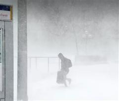 春季风暴袭击美国中部后向东转移 波及31万户家庭