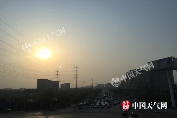 北京今天晴暖持续最高温将升至25℃ 气象扩散条件转差