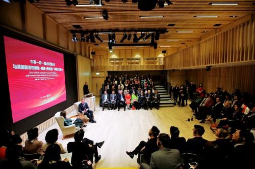戴维·卡梅伦在英会见中欧制造业俱乐部企业家代表一行