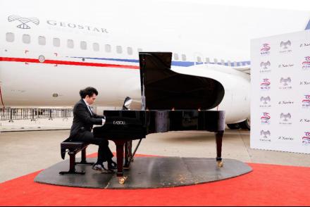 将公务机出行变成高雅艺术:华龙航空携手钢琴家Z Xavier举办私人飞机音乐会