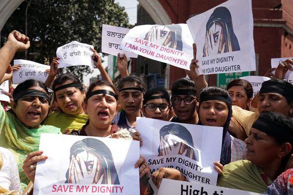 印度恶性强奸案引众怒 多地民众持续举行抗议活动