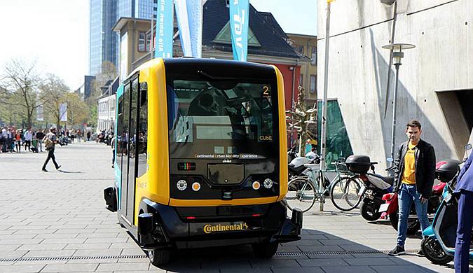 德国法兰克福一大学测试自动驾驶摆渡巴士