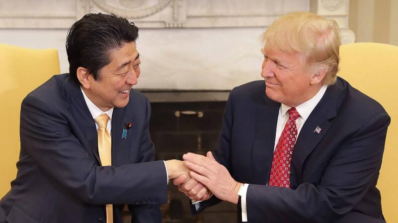 """安倍专门访美""""游说"""" 特朗普却发推抱怨:不想重返TPP"""