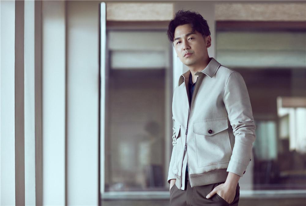 雷佳音曝光全新时尚写真   自信有型为都市男性代言