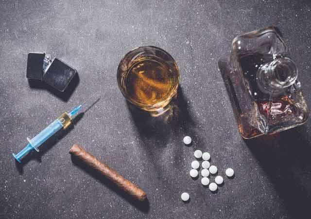 """巴黎聚会场所频现新型合成毒品 令年轻人""""着迷""""引发政府担忧"""