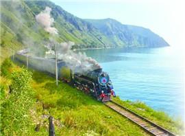 环湖火车开进贝加尔湖四季