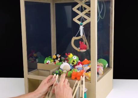 如何用纸壳自制抓娃娃机