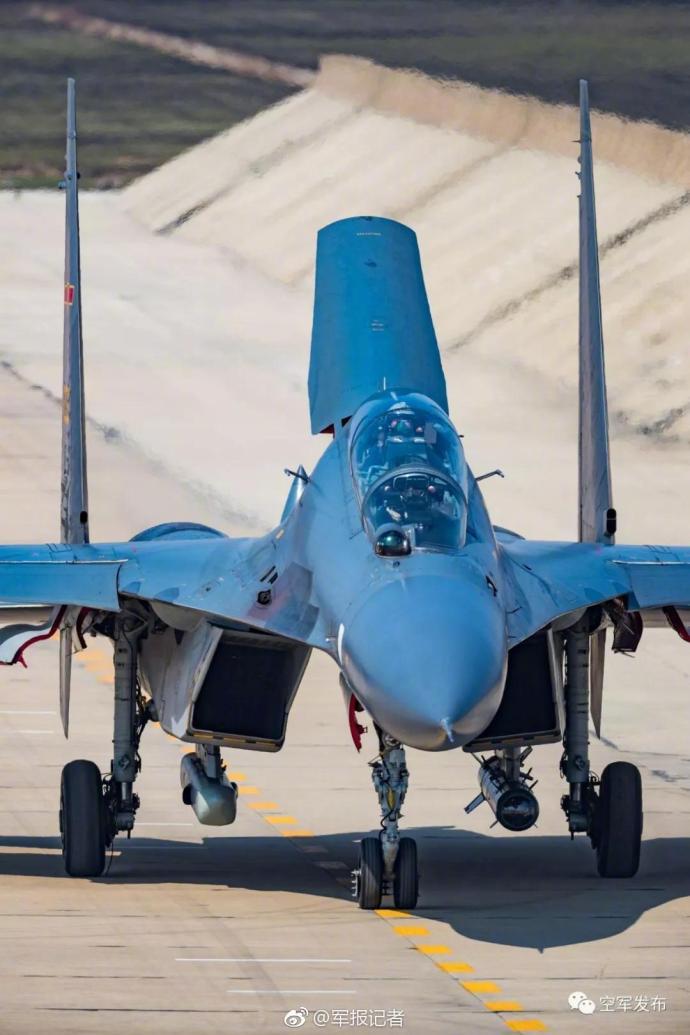 空军突防突击战幕拉开!真实战机做轰6K的靶子!