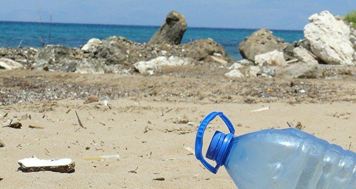 塑料回收新突破!研究人员意外发现可降解塑料酶