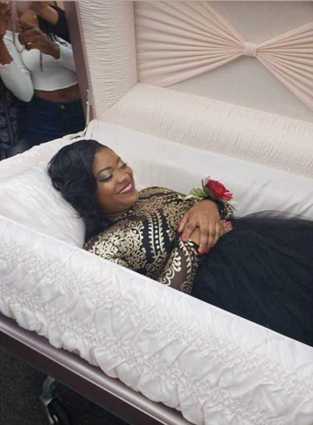 美高中女生举办棺材主题毕业晚会 警示毒品危害
