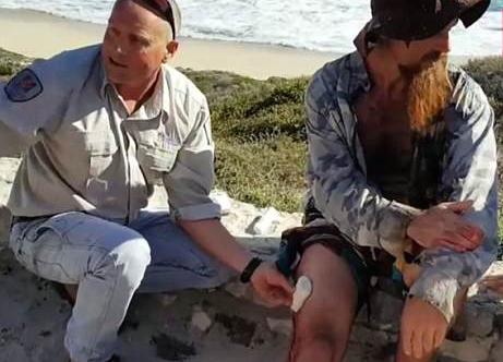 澳冲浪者遭大白鲨袭击 岸上群众惊叫连连